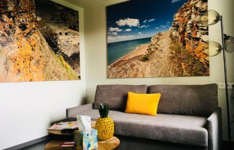 Confort et cocooning lounge avec les nouvelles chambres supérieures de l'Ibis de la zone CAP'NOR de Cherbourg en Cotentin